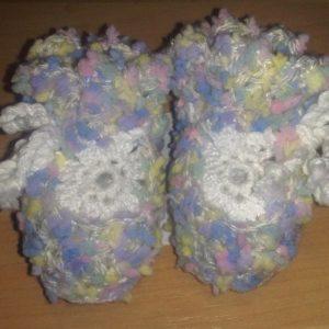 Beebi papud heegeldatud roosa/sinise/kollase tupsulised,valge lillega